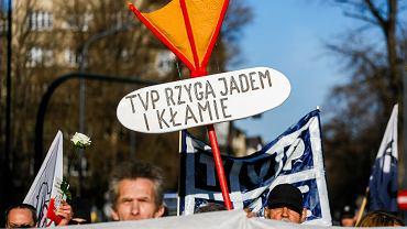 Protest przeciw propagandzie TVP pod siedzibą Radia Kraków, 17 lutego 2019.