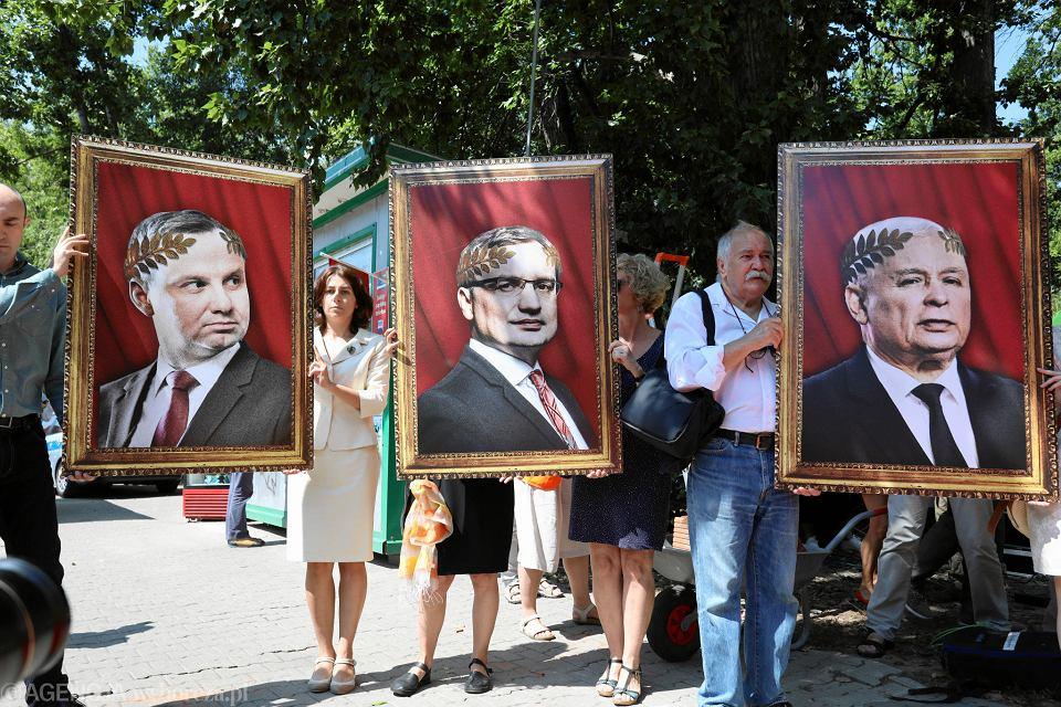 24.07.2018, Komitet Rozbiórki Sądownictwa, happening Akcji Demokracja pod siedzibą KRS w Warszawie.