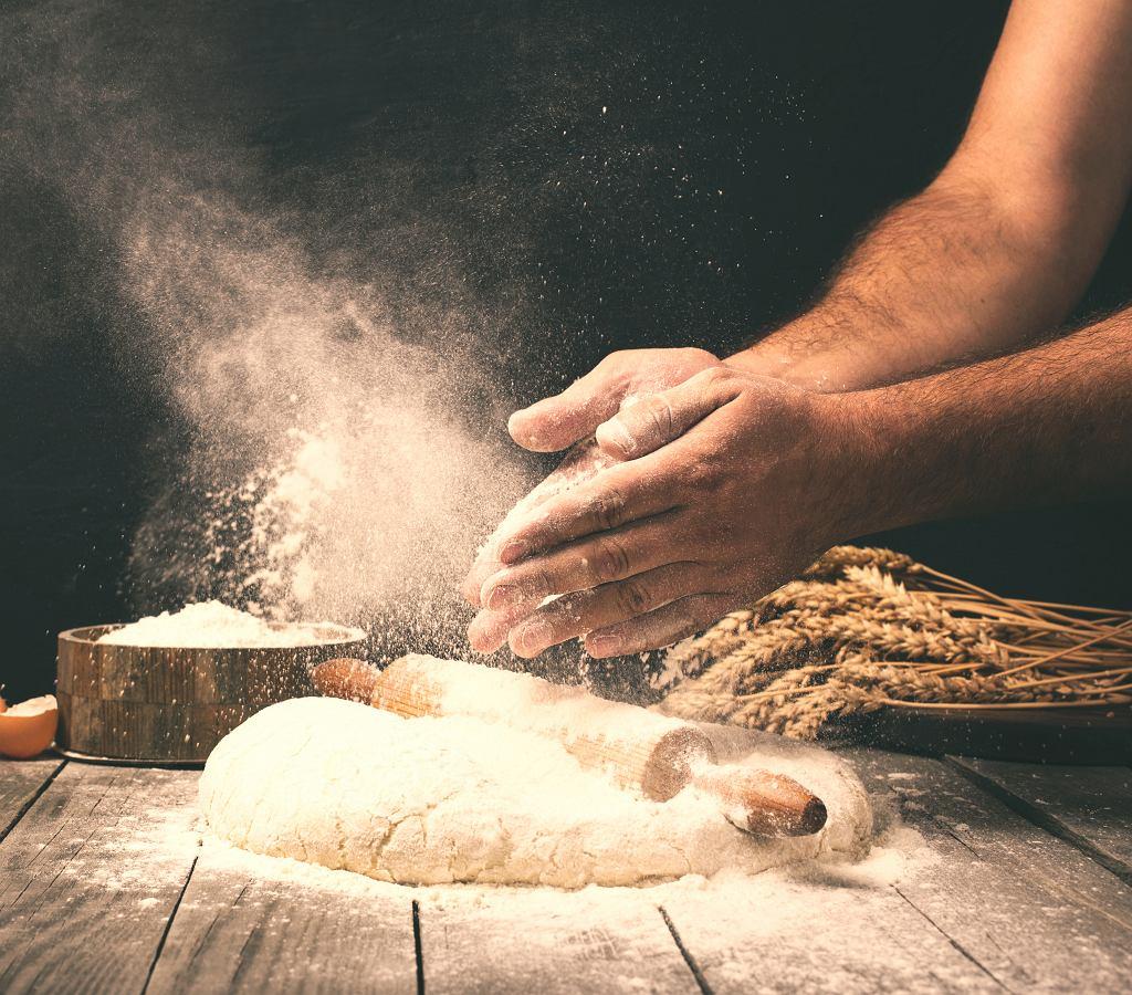 Przepis na chleb - przygodę z wypiekaniem, warto zacząć od tych prostych. Zdjęcie ilustracyjne, KucherAV/shutterstock.com