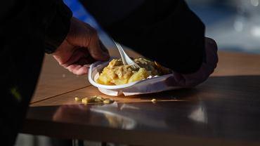 Pomoc dla bezdomnych w bazylice w Bydgoszczy