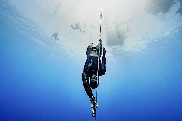 Piotr Ławrynowicz na mistrzostwach świata w konkurencji free immersion, czyli nurkowaniu bez płetw, trzymając się liny. Rekord świata to 124 m.
