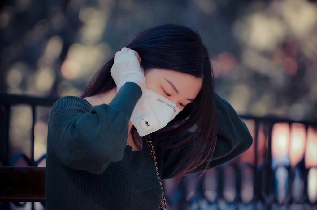 Maseczka ochronna - jak jej nie nosić? Oto najczęściej popełniane błędy