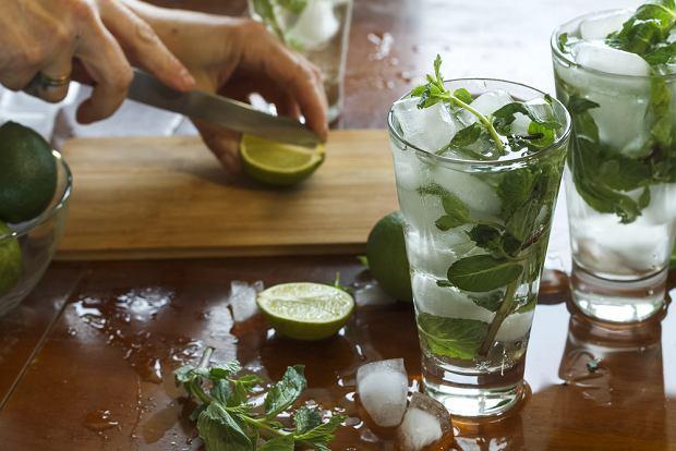 By zrobić mojito bezalkoholowe, wystarczy jedynie pominąć dodatek rumu