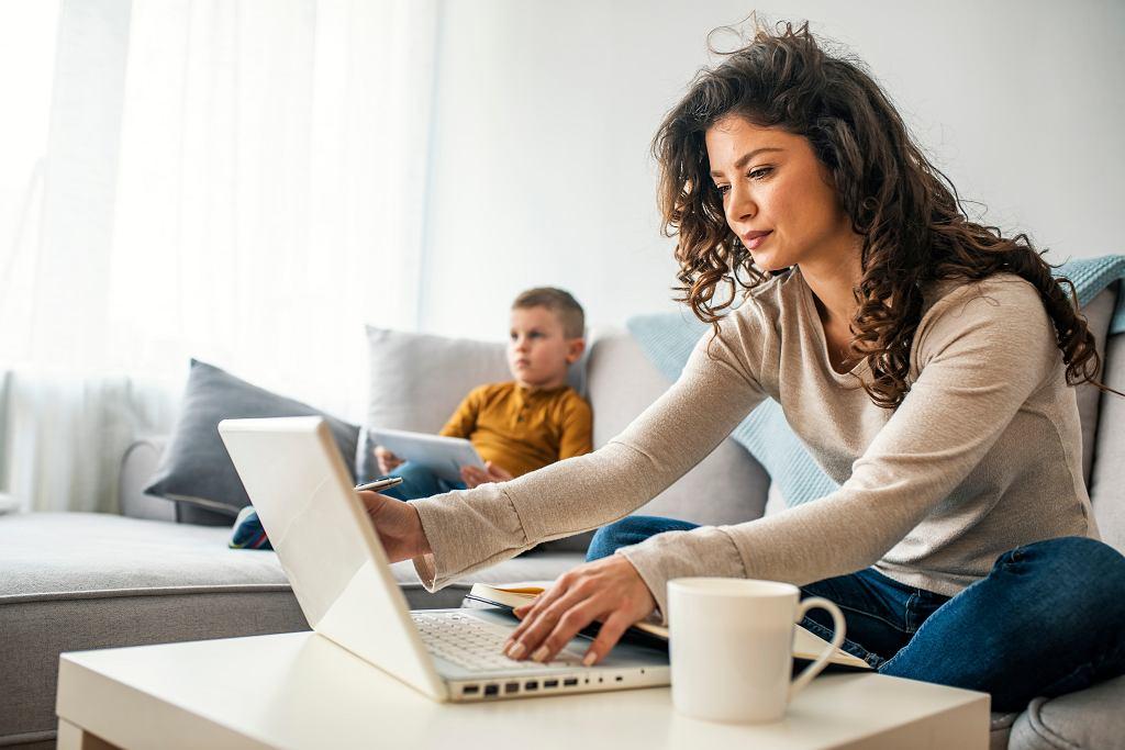 Wniosek o zasiłek opiekuńczy w dobie koronawirusa można wypełnić przez Internet. Zdjęcie ilustracyjne, Dragana Gordic/shutterstock.com