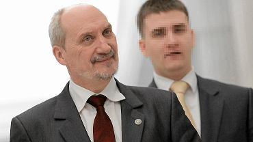 Nocne wejście do CEK NATO. Sąd ocenił działania Antoniego Macierewicza i Bartłomieja M.