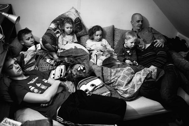 """Wielodzietni: Kamila, Wojtek i piątka. """"Z każdym kolejnym weryfikowało się grono znajomych"""" [FOTOREPORTAŻ]"""