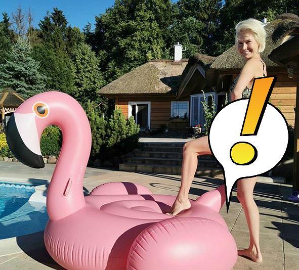 Edyta Pazura w bikini przy flamingu. 'Jako 30-letnia matka powinnam zakryć pośladki'