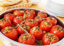 Pomidory faszerowane makaronem, mięsem i fetą - ugotuj