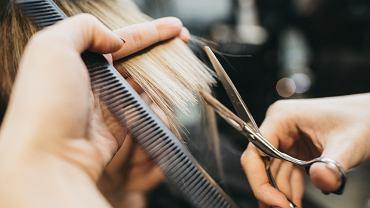 Taka fryzura ma być hitem tego roku. Kiedyś mało kto decydował się na takie cięcie (zdjęcie ilustracyjne)