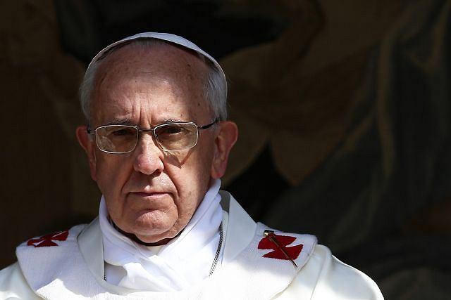 Papież Franciszek w czasie mszy na głównym placu w Castelgandolfo
