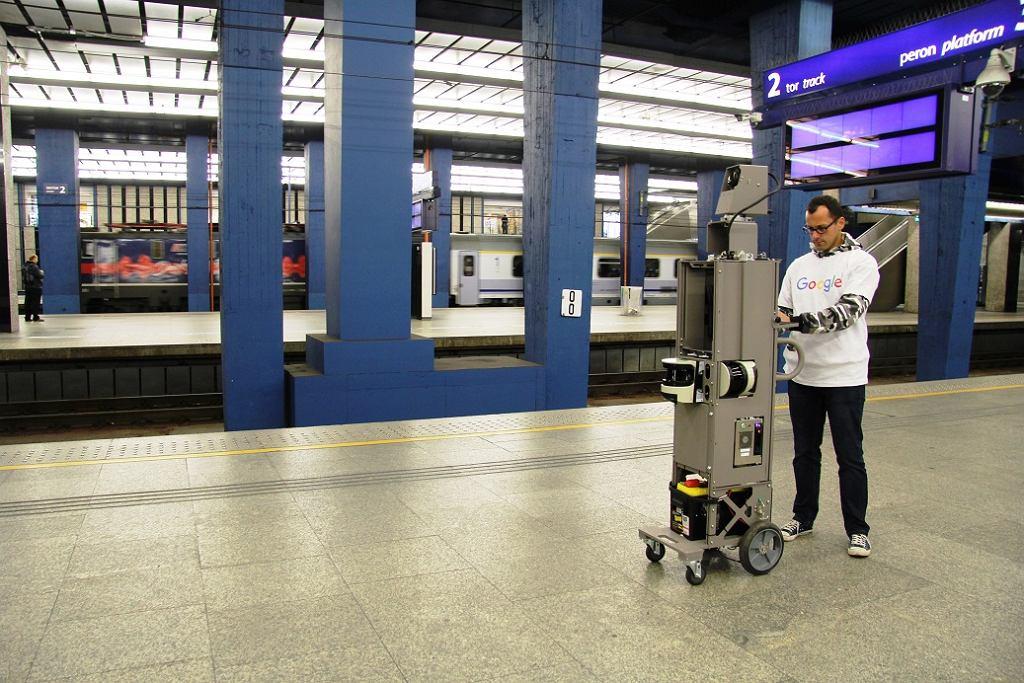 Google Street View na peronach Dworca Centralnego