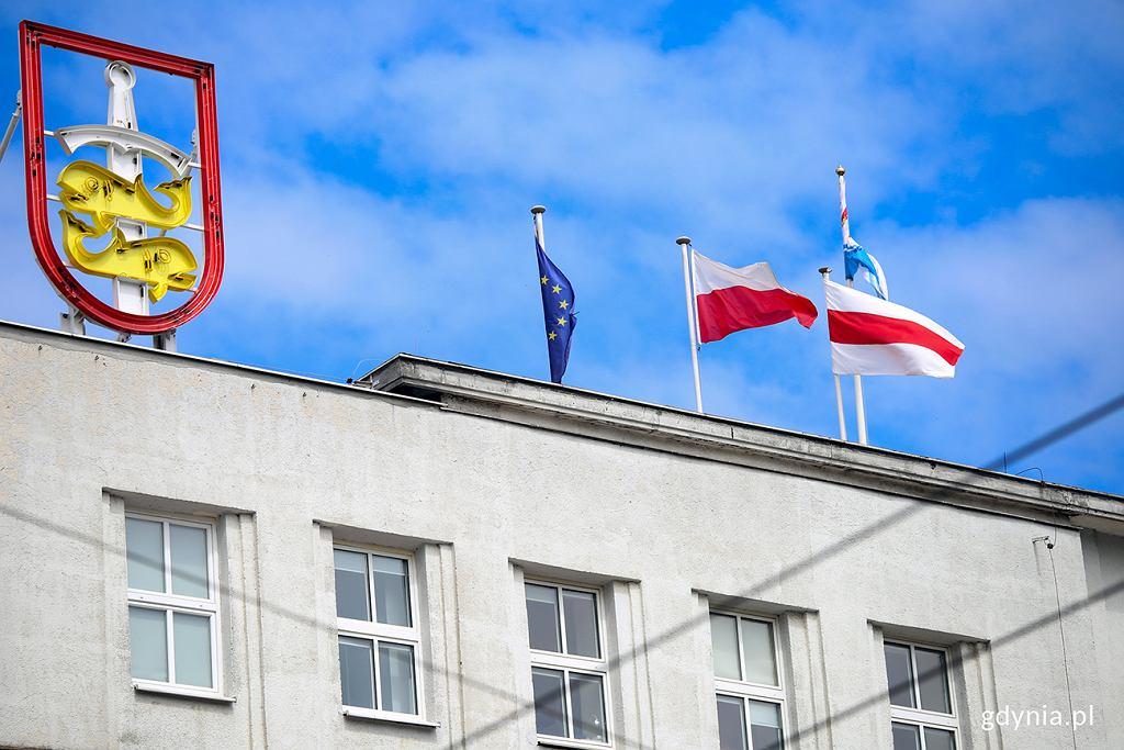 Flaga wolnej Białorusi zawisła na gdyńskim ratuszu