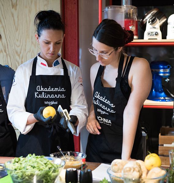 Uczestnicy warsztatów uczyli się nowych technik kulinarnych