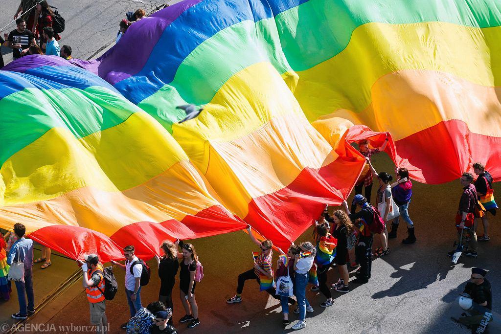 Dębica. Ratusz nie pozwolił na akcję aktywistek LGBT. Interweniowało 9 policjantów