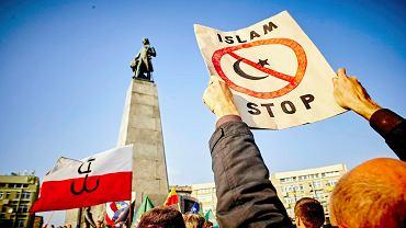 Piotrkowska - pl. Wolności. Marsz przeciwko uchodźcom