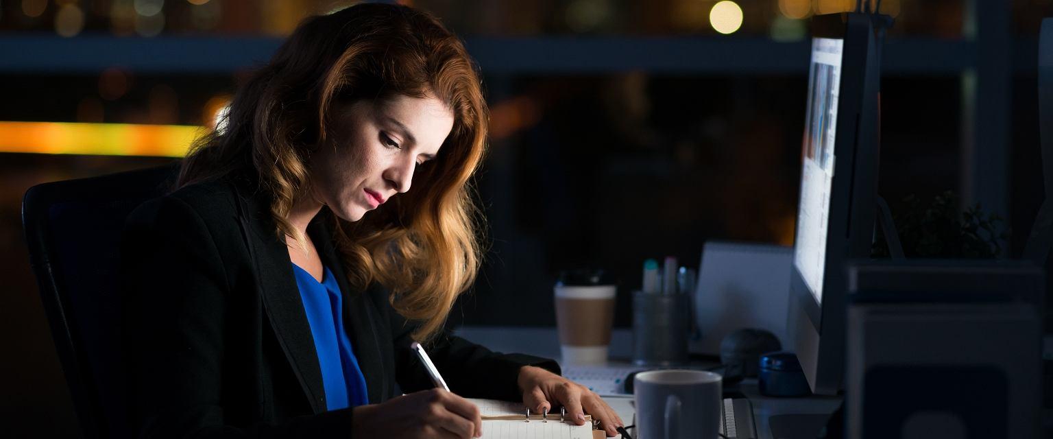 Pracoholizm dotyka kobiet w takim samym stopniu jak mężczyzn (fot. Shutterstock)