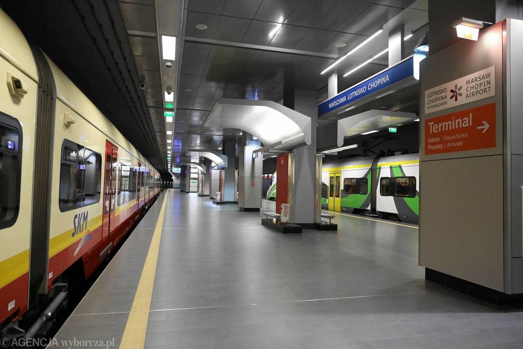Lotnisko Chopina: stacja kolejowa
