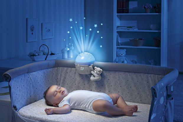 Dziecko śpiące blisko rodziców jest spokojniejsze, wyczuwa ich obecność