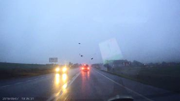 Dolny Śląsk. Po dachowaniu kierowca wypadł z samochodu jak z katapulty