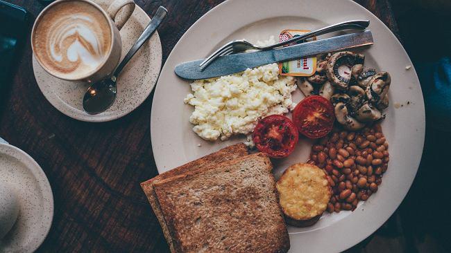 Dwutygodniowa przerwa od diety może nam pomóc zrzucić zbędne kilogramy. Wyjaśniamy, w jaki sposób