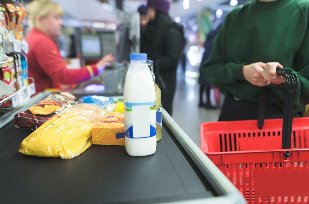 Wydatki na jedzenie stanowią największą część miesięcznych wydatków Polaków