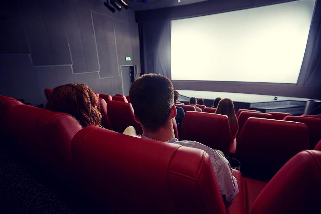 Świetnym pomysłem na prezent jest też bilet do teatru lub kina