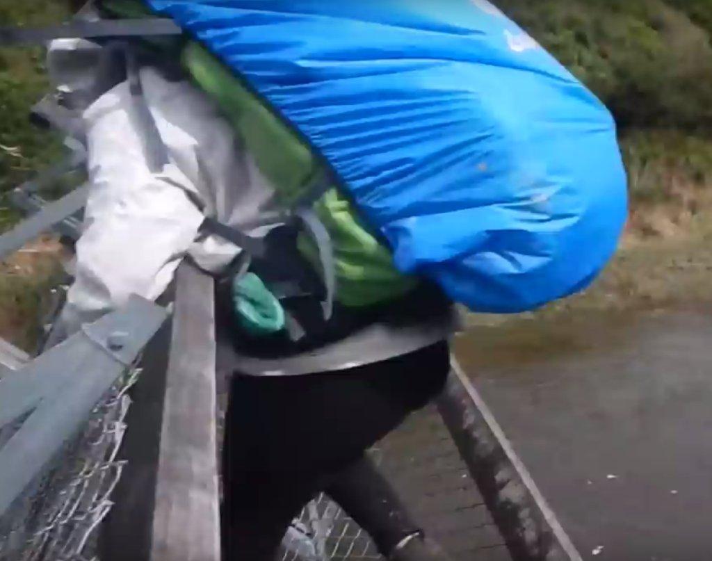 Moment, w którym most się przekrzywił