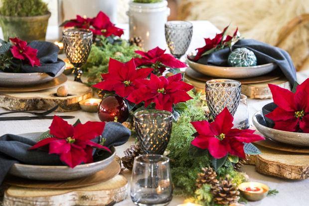 Czerwona dekoracja stołu