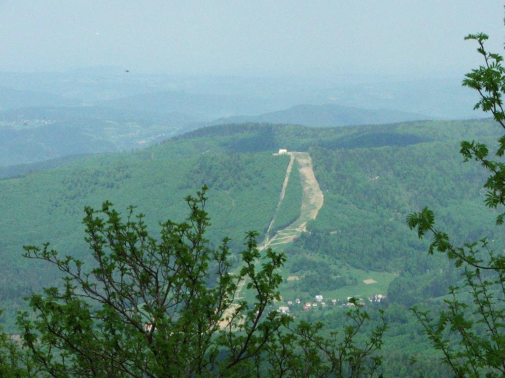Widok z Babiej Góry na Mosorny Groń
