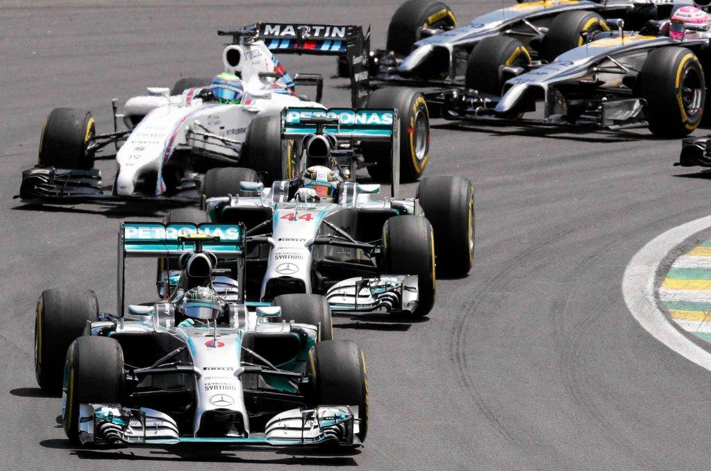 Nico Rosberg przed Lewisem Hamiltonem i resztą kierowców