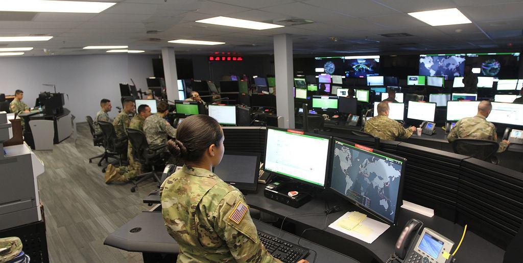 Żołnierze wojska USA z jednostki zajmującej się operacjami w cyberprzestrzeni