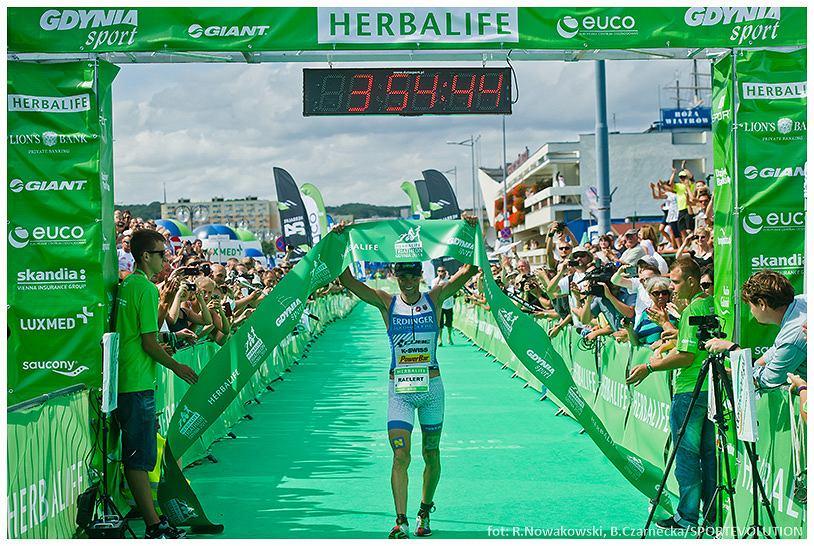 Andreas Raelert wbiega na metę Herbalife Triathlon Gdynia 2014