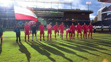 Reprezentacja Polski na stadionie Rasunda przed meczem ze Szwecją w 1999 roku
