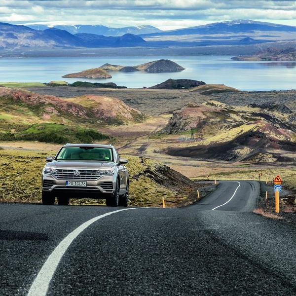 VW Touareg na Islandii. Droga 1 okrążająca całą wyspę ma 1332 km.
