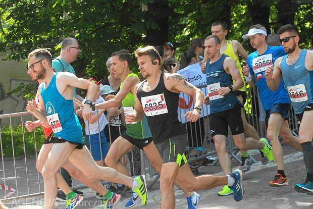 Najszybszy wśród mężczyzn był Jakub Nowak, który trasę 28. Biegu Konstytucji przebiegł w czasie 15:28