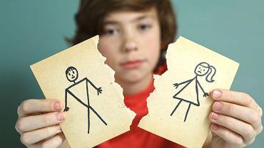 Największe kłótnie między rozwodzącymi się wybuchają o dzieci. Sądy kierują pary na obowiązkową mediację