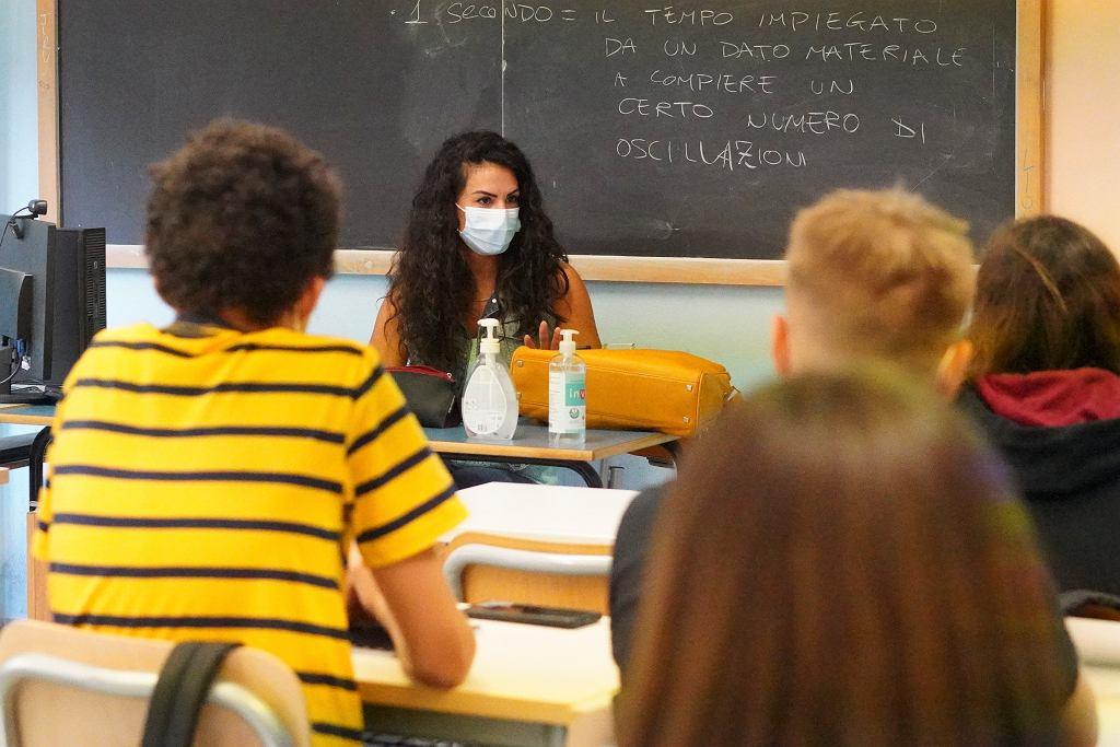 Podczas pandemii Covid-19 liczba samobójstw oraz prób odebrania sobie życia przez młodych Hiszpanów zwiększyła się o 250 proc.