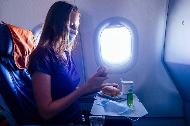 Przedstawiciele biur podróży zapewniają, że podróżowanie samolotem w czasie pandemii jest bezpieczne (fot: Shutterstock.com)