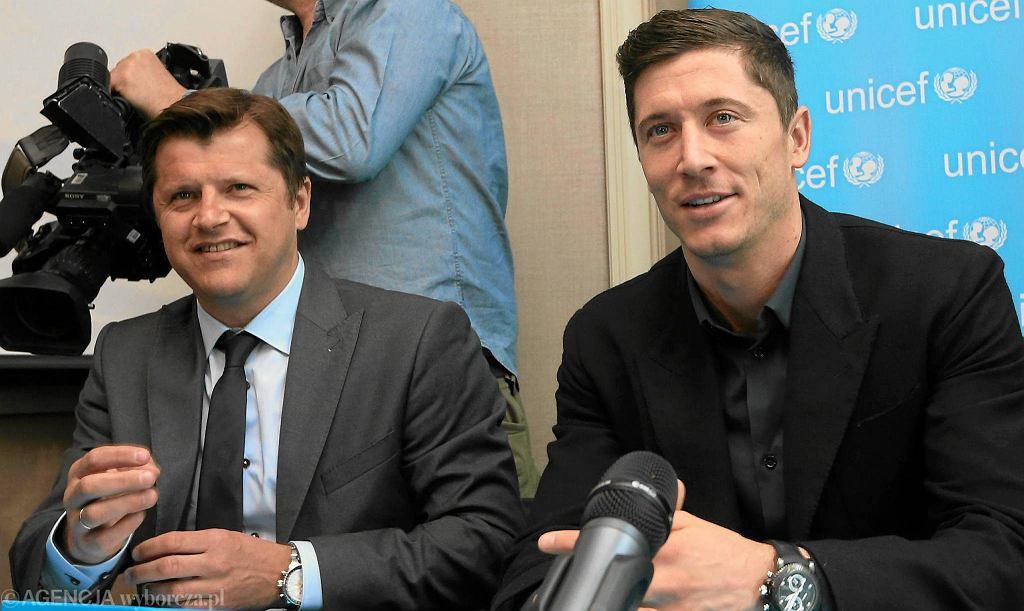 Cezary Kucharski i Robert Lewandowski podczas nadania piłkarzowi tytułu ambasadora UNICEF w 2014 roku