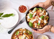 Makaron z duszonym bakłażanem, pomidorami i ricottą - ugotuj