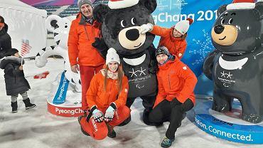 Ewa Kuls i Natalia Wojtuściszyn z UKS Nowiny Wielkie podczas zawodów Pucharu Świata w Pjongczang