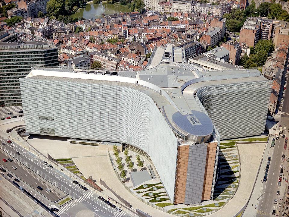 Zmodernizowany budynek Berlaymont, glowna siedziba Komisji Europejskiej