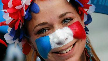 Fanki z Francji i Portugalii dopingowały swoich ulubieńców w czasie finałów. Oto, co działo się na trybunach przed i w trakcie meczu. Fanka Francji
