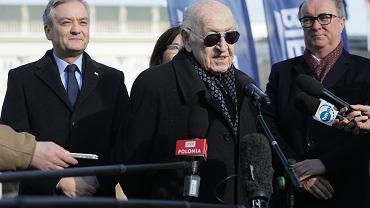 Robert Biedron przed Palacem Prezydenckim