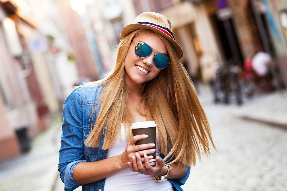Pszeniczny blond to hit wśród trendów na sezony wiosna i lato 2020. Jak wygląda ten modny kolor włosów i komu pasuje?