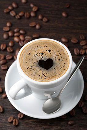 Kofeina działa pobudzająco i dodaje energii