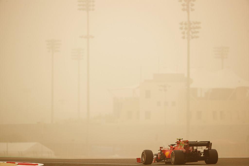 Ekstremalne warunki podczas testów F1 w Bahrajnie.