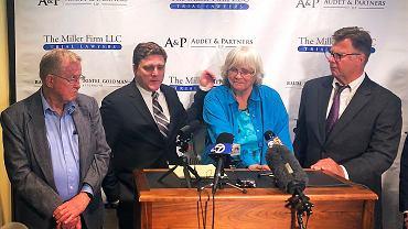 Konferencja Alvy i Alberta Pilliod razem z prawnikami. Decyzją sądu w Kalifornii mają dostać 2 mld dolarów odszkodowania od Monsato (jego właścicielem jest Bayer)