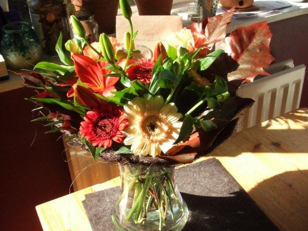 Sprytny Sposób Na Piękną Aranżację Kwiatów W Wazonie