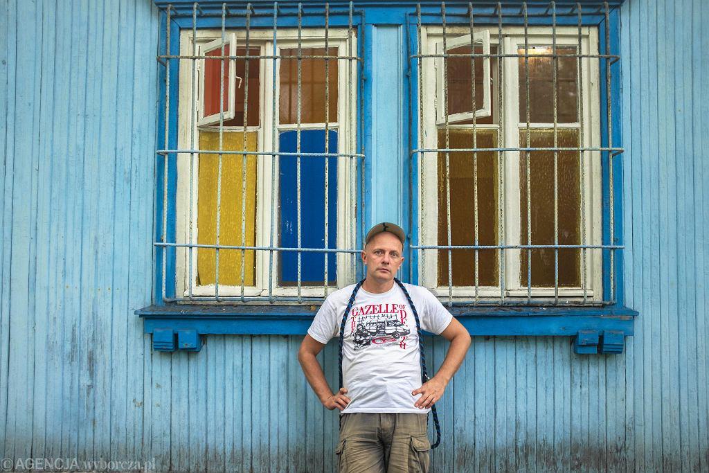 Konstanty Usenko - muzyk, dziennikarz, znawca kultury rosyjskiej. Wokalista zespołu Super Girl And Romantic Boys / JĘDRZEJ NOWICKI